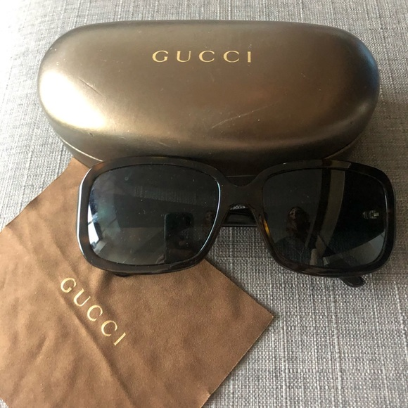 Authentic Gucci sunglasses with case and cleansing cloth. style: GG 3159/S